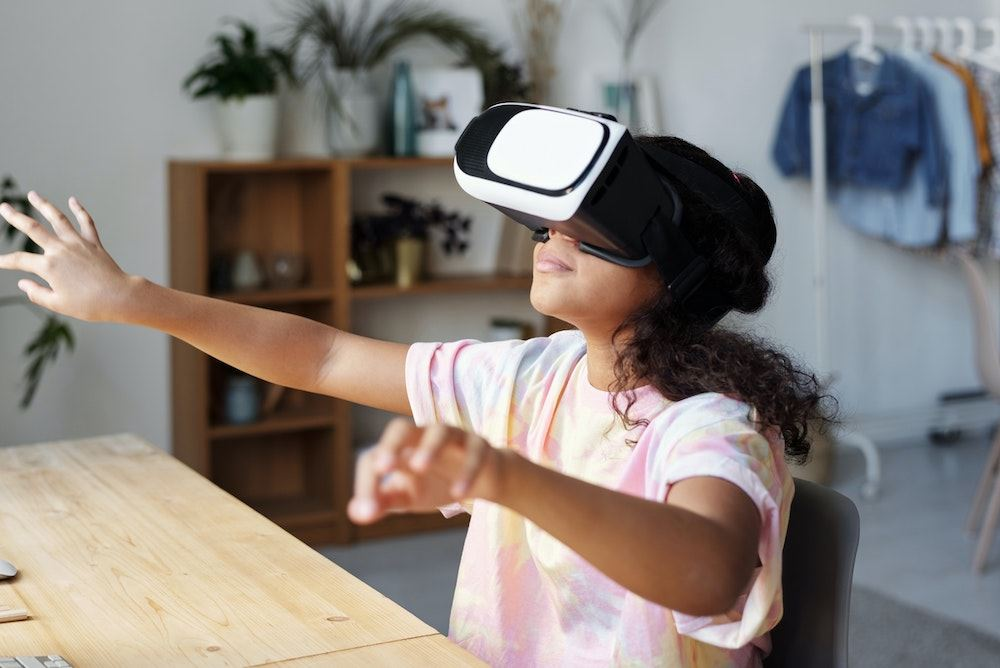 Virtual Reality at table - Photo by Julia M Cameron from Pexels
